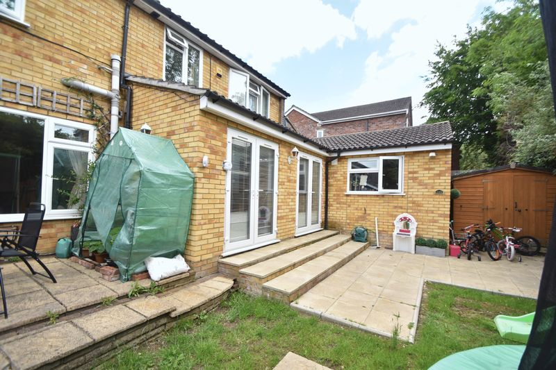 5 bedroom Detached  to buy in Bradgers Hill Road, Luton - Photo 22