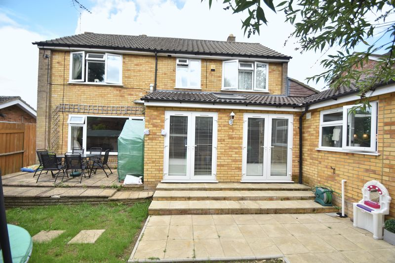 5 bedroom Detached  to buy in Bradgers Hill Road, Luton - Photo 20