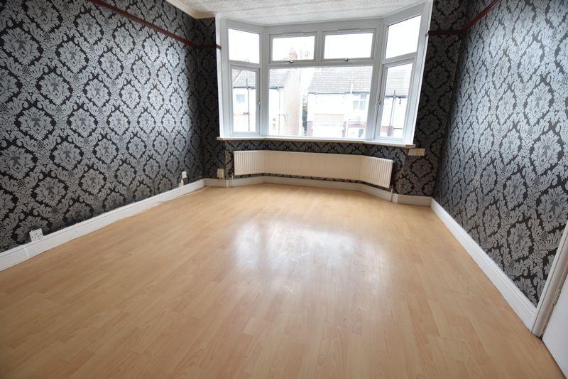 3 bedroom Mid Terrace to buy in Runley Road, Luton - Photo 4
