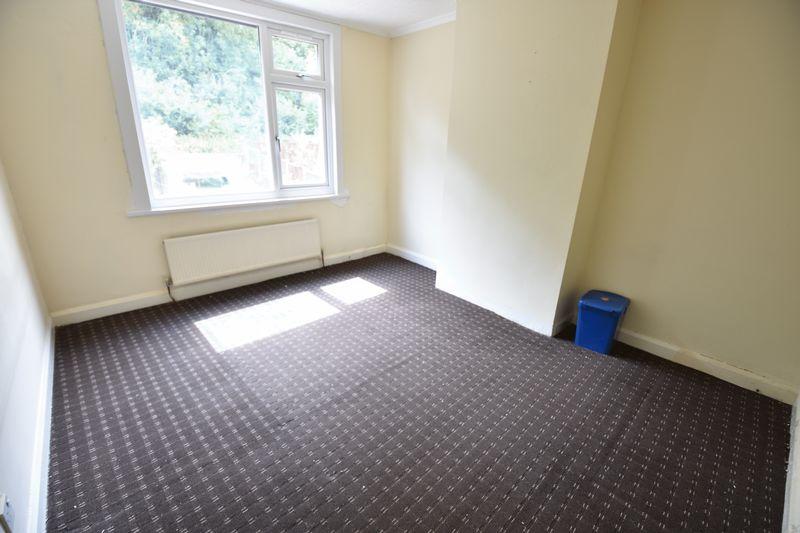 3 bedroom Mid Terrace to buy in Runley Road, Luton - Photo 5