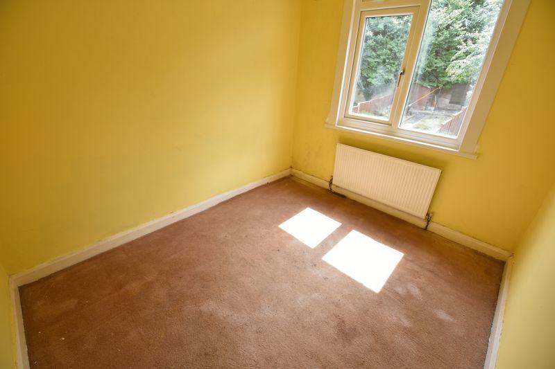 3 bedroom Mid Terrace to buy in Runley Road, Luton - Photo 8