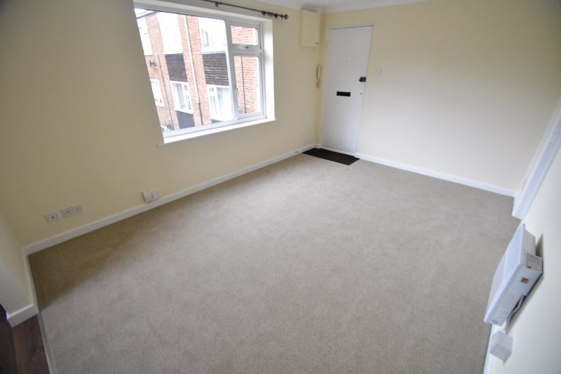 1 bedroom Flat to buy in High Town Road, Luton - Photo 2
