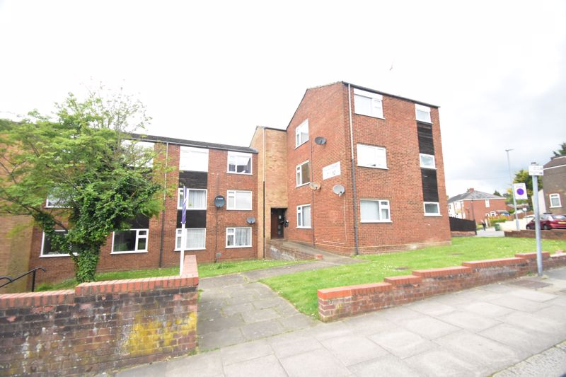 1 bedroom Flat to buy in High Town Road, Luton