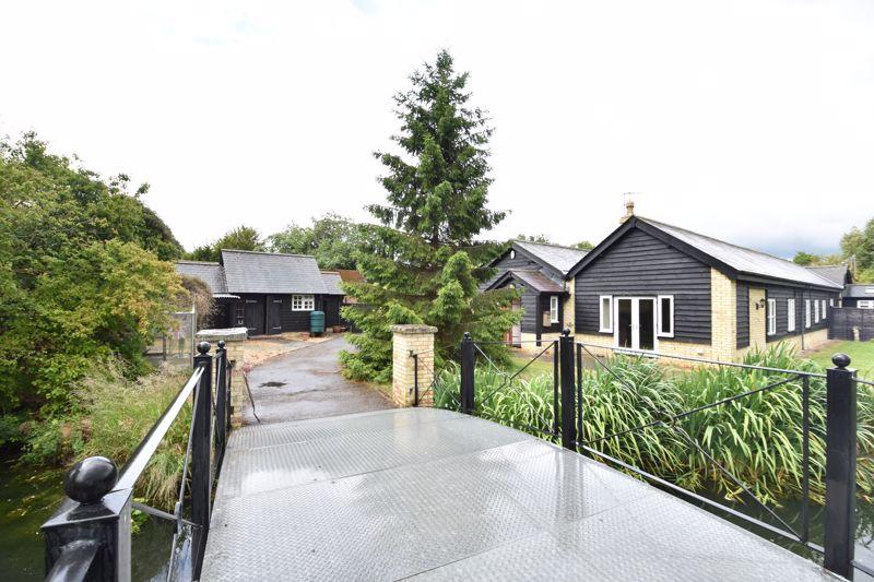 5 bedroom  to buy in Hexton Road, Bedford