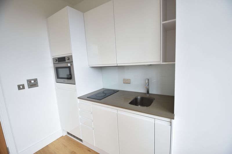 1 bedroom Flat to rent in Park Street West, Luton - Photo 3