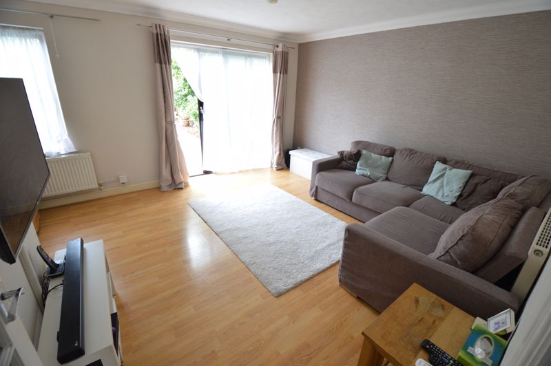 2 bedroom End Terrace to buy in Lorimer Close, Luton - Photo 3