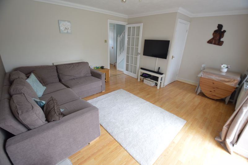 2 bedroom End Terrace to buy in Lorimer Close, Luton - Photo 4