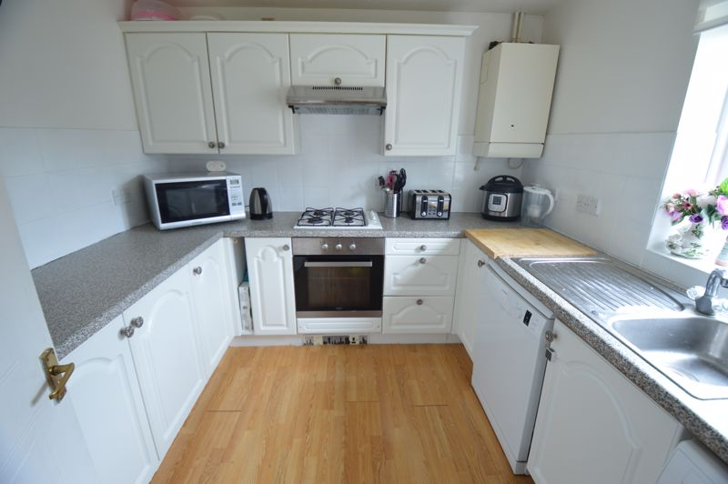 2 bedroom End Terrace to buy in Lorimer Close, Luton - Photo 5