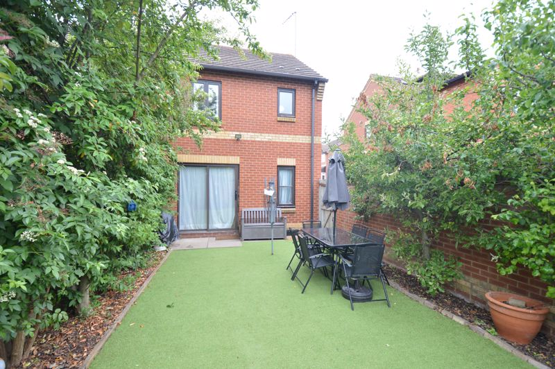 2 bedroom End Terrace to buy in Lorimer Close, Luton - Photo 11