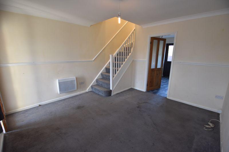 2 bedroom Mid Terrace to rent in Cromer Way, Luton - Photo 1