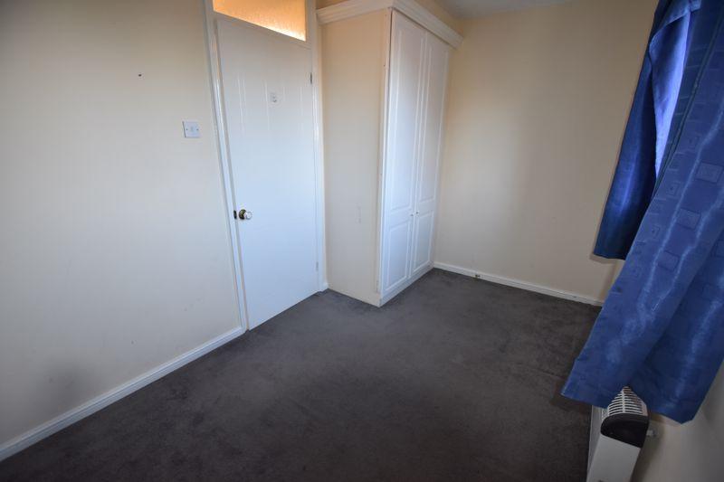 2 bedroom Mid Terrace to rent in Cromer Way, Luton - Photo 2