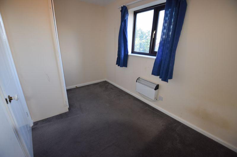 2 bedroom Mid Terrace to rent in Cromer Way, Luton - Photo 4