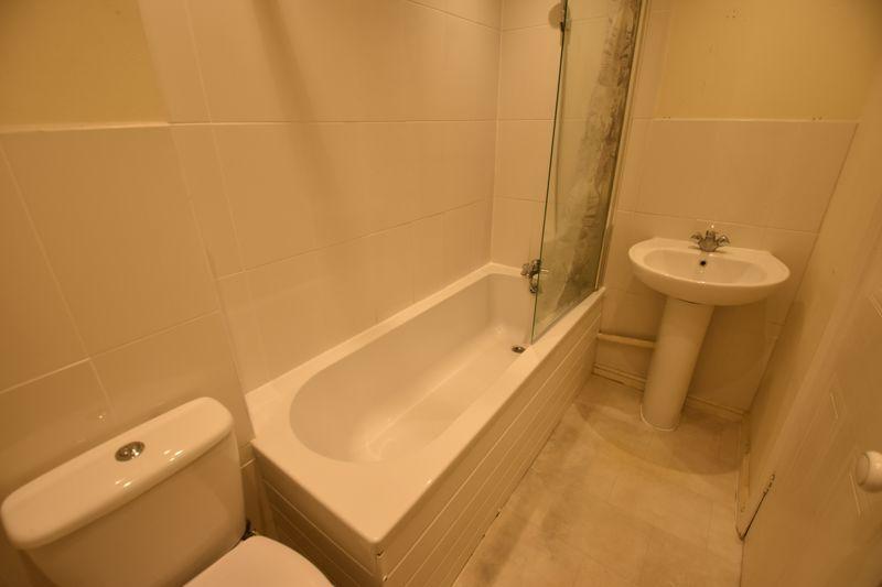 2 bedroom Mid Terrace to rent in Cromer Way, Luton - Photo 6