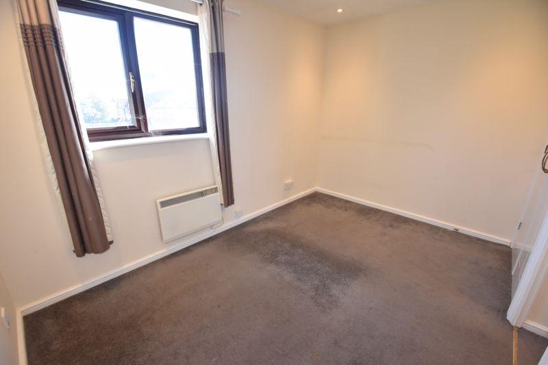 2 bedroom Mid Terrace to rent in Cromer Way, Luton - Photo 9