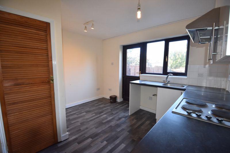 2 bedroom Mid Terrace to rent in Cromer Way, Luton - Photo 10
