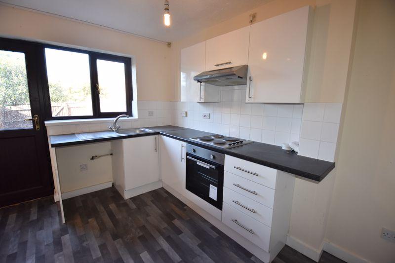 2 bedroom Mid Terrace to rent in Cromer Way, Luton - Photo 11