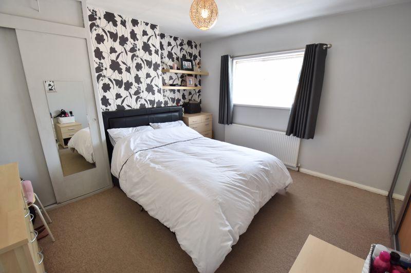 2 bedroom  to buy in Derwent Road, Luton - Photo 2