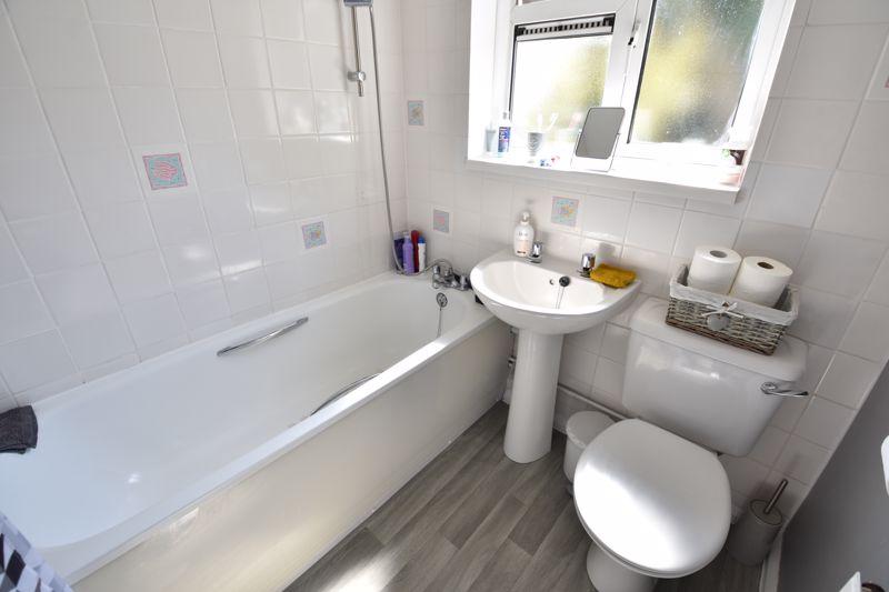 2 bedroom  to buy in Derwent Road, Luton - Photo 5
