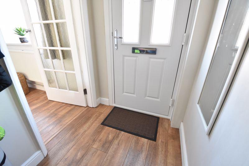 2 bedroom  to buy in Derwent Road, Luton - Photo 6
