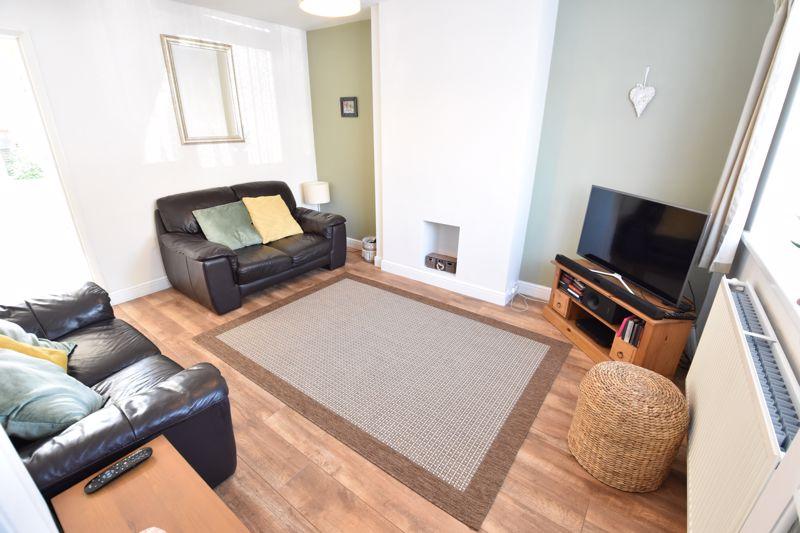 2 bedroom  to buy in Derwent Road, Luton - Photo 7