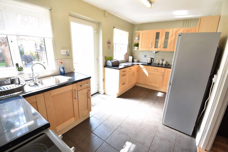 2 bedroom  to buy in Derwent Road, Luton - Photo 8