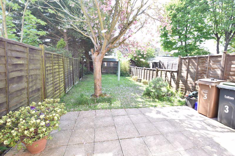 2 bedroom  to buy in Derwent Road, Luton - Photo 9