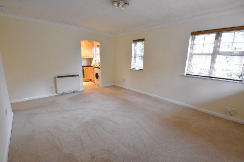 2 bedroom Flat to rent in Earls Meade, Luton - Photo 8