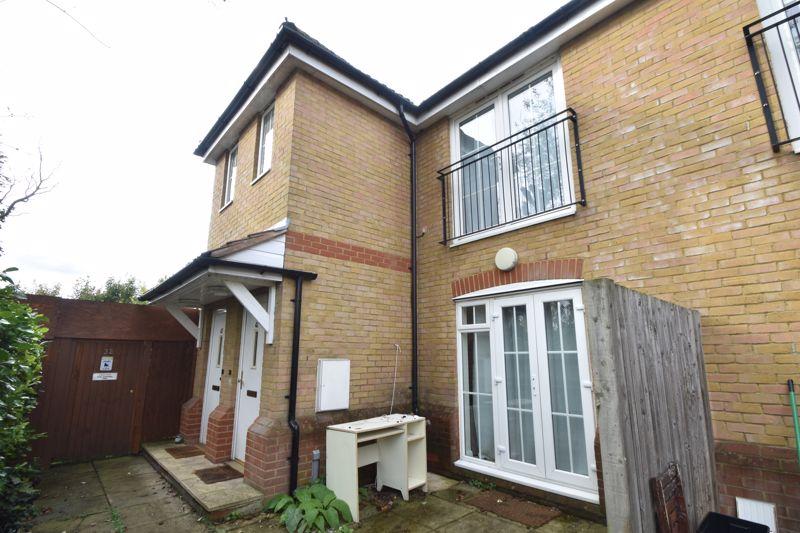 1 bedroom Maisonette to buy in Wensleydale, Luton
