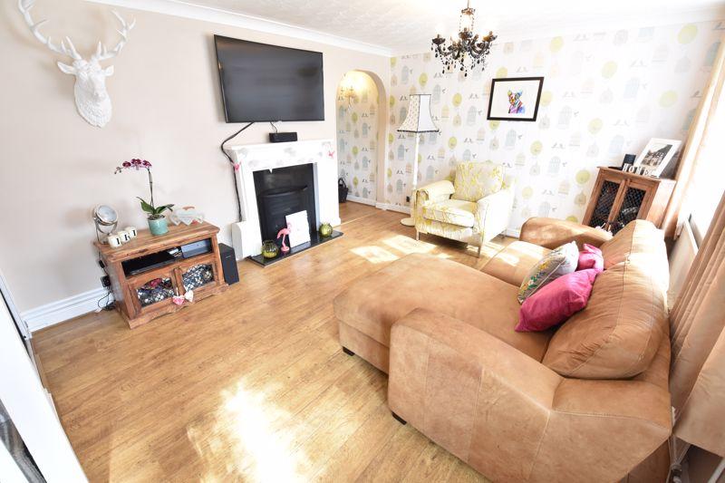3 bedroom End Terrace to buy in Telscombe Way, Luton - Photo 2