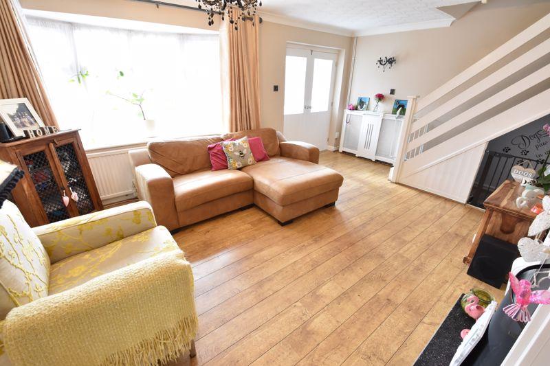 3 bedroom End Terrace to buy in Telscombe Way, Luton - Photo 3