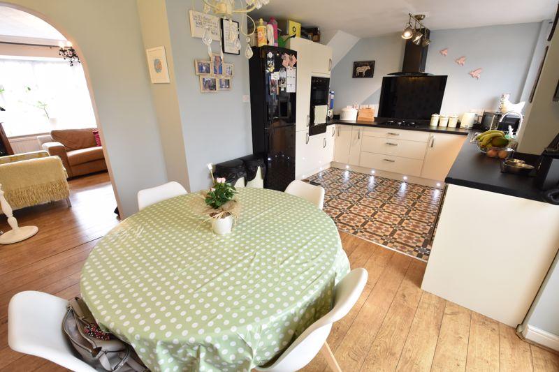 3 bedroom End Terrace to buy in Telscombe Way, Luton - Photo 5