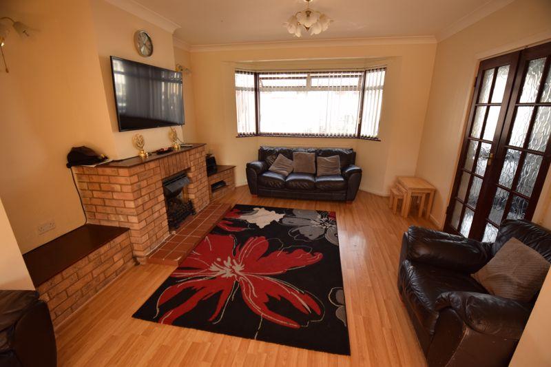 3 bedroom Mid Terrace to buy in Wilsden Avenue, Luton - Photo 3