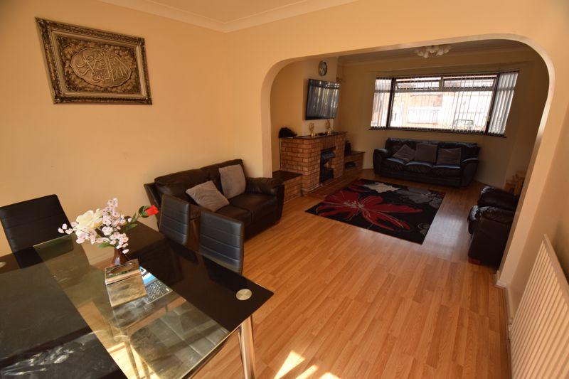 3 bedroom Mid Terrace to buy in Wilsden Avenue, Luton - Photo 5