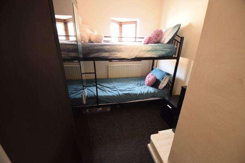 3 bedroom Mid Terrace to buy in Wilsden Avenue, Luton - Photo 10