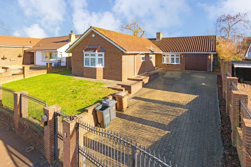 4 bedroom Bungalow to buy in Wendover Way, Luton