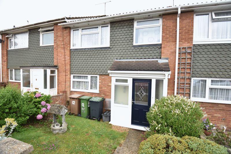 3 bedroom Mid Terrace to buy in Porlock Drive, Luton - Photo 2