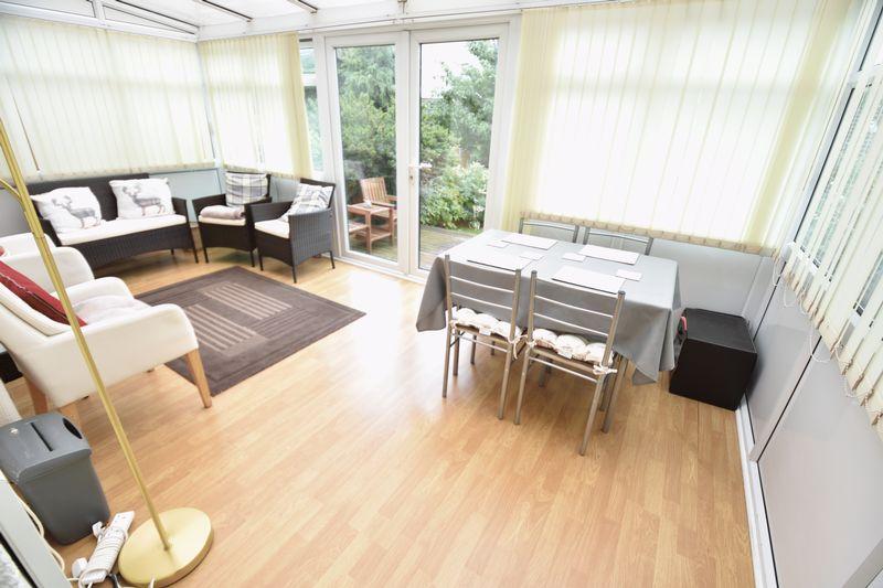 3 bedroom Mid Terrace to buy in Porlock Drive, Luton - Photo 3
