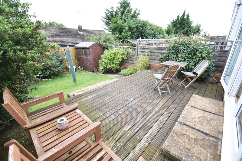 3 bedroom Mid Terrace to buy in Porlock Drive, Luton - Photo 4
