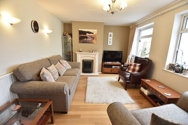 3 bedroom Mid Terrace to buy in Porlock Drive, Luton - Photo 6