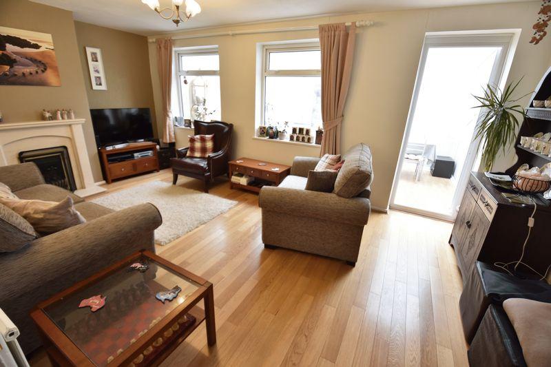 3 bedroom Mid Terrace to buy in Porlock Drive, Luton - Photo 7