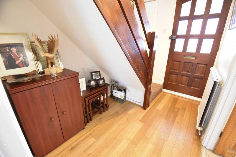 3 bedroom Mid Terrace to buy in Porlock Drive, Luton - Photo 9