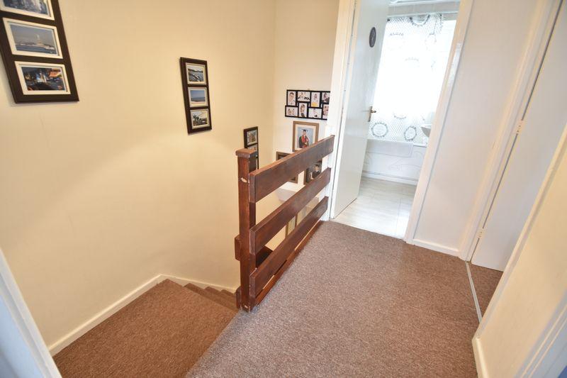 3 bedroom Mid Terrace to buy in Porlock Drive, Luton - Photo 10