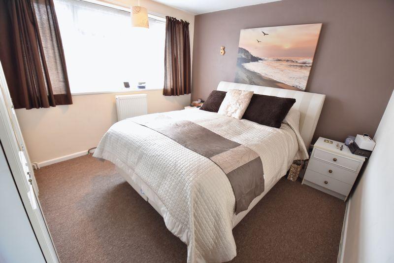 3 bedroom Mid Terrace to buy in Porlock Drive, Luton - Photo 12