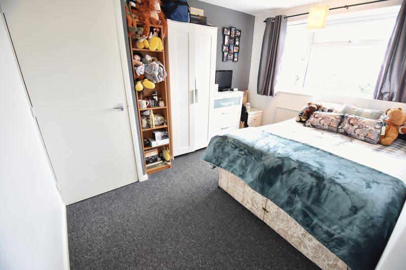 3 bedroom Mid Terrace to buy in Porlock Drive, Luton - Photo 13