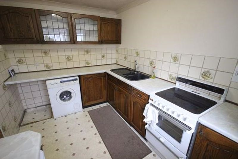2 bedroom Flat to buy in Chobham Walk, Luton - Photo 5