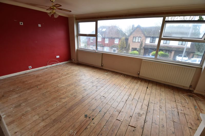 3 bedroom  to buy in Pomfret Avenue, Luton - Photo 10