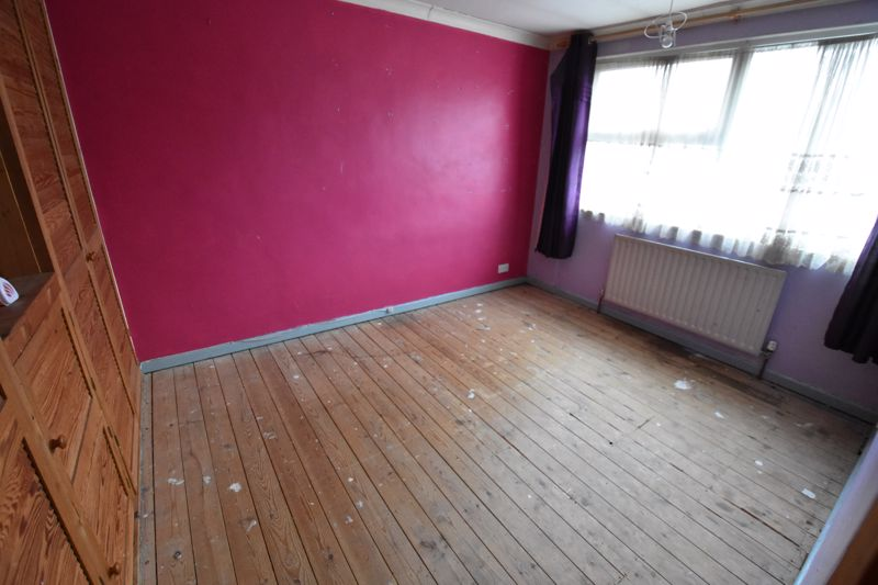 3 bedroom  to buy in Pomfret Avenue, Luton - Photo 11