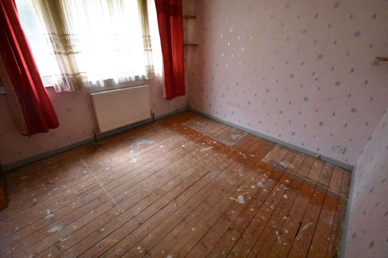 3 bedroom  to buy in Pomfret Avenue, Luton - Photo 13