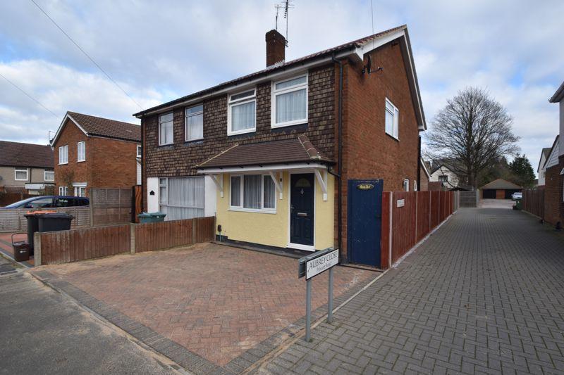 3 bedroom Semi-Detached  to buy in Kingsbury Avenue, Dunstable