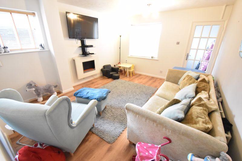 2 bedroom End Terrace to buy in Heron Drive, Luton - Photo 2